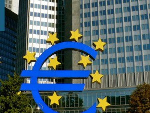 17 Apr 2019: ECB Growth doubts hit euro